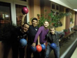 Jorge repasa bolos - Jorge lernt Bowling